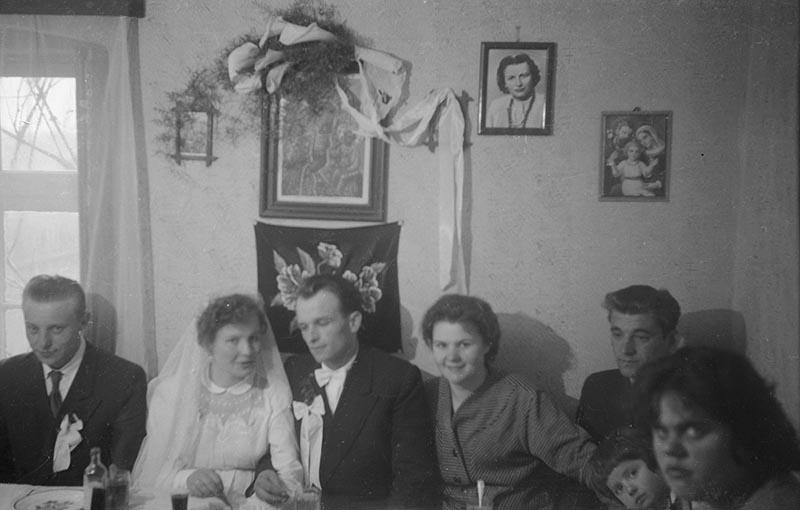 Państwo młodzi na weselu, Dolny Śląsk, 2. poł. XX w.