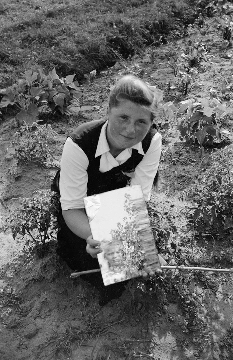 Odbicie żony fotografa, Brzózka, lata 50. XX w.