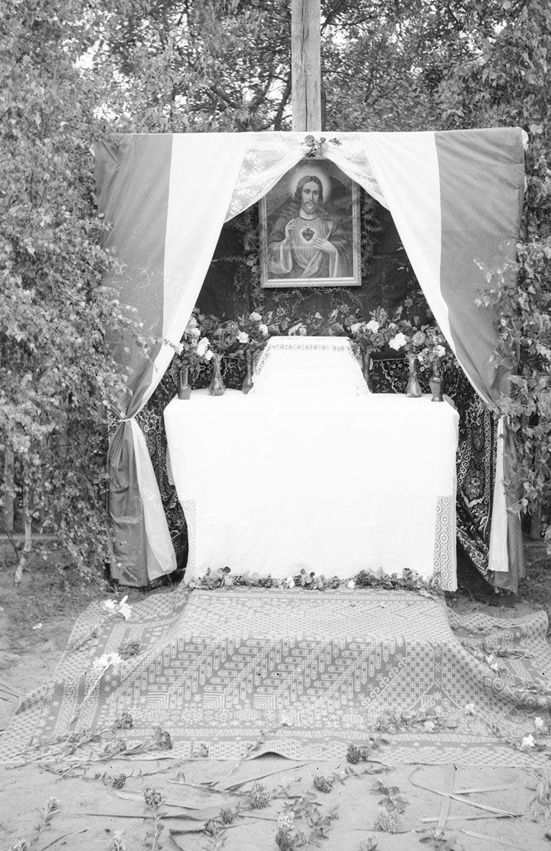 Ołtarz -  uroczystość Bożego Ciała, Dolny Śląsk, 1957 r.